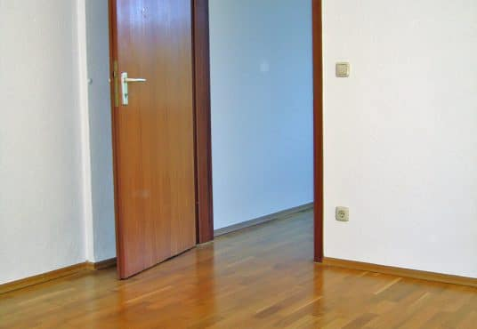 2 Zimmer Wohnung in saniertem Jugendstilhaus