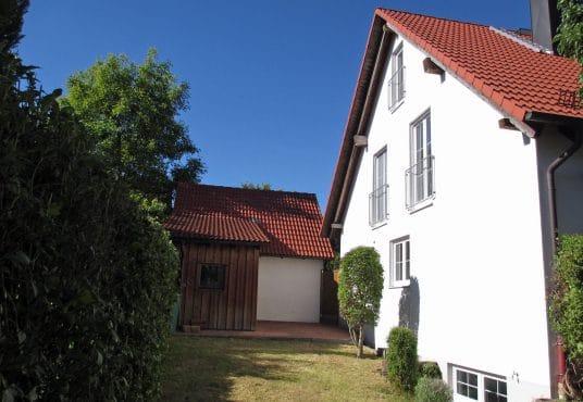 Sehr gepflegte DHH mit zwei Garagen bei Nordendorf